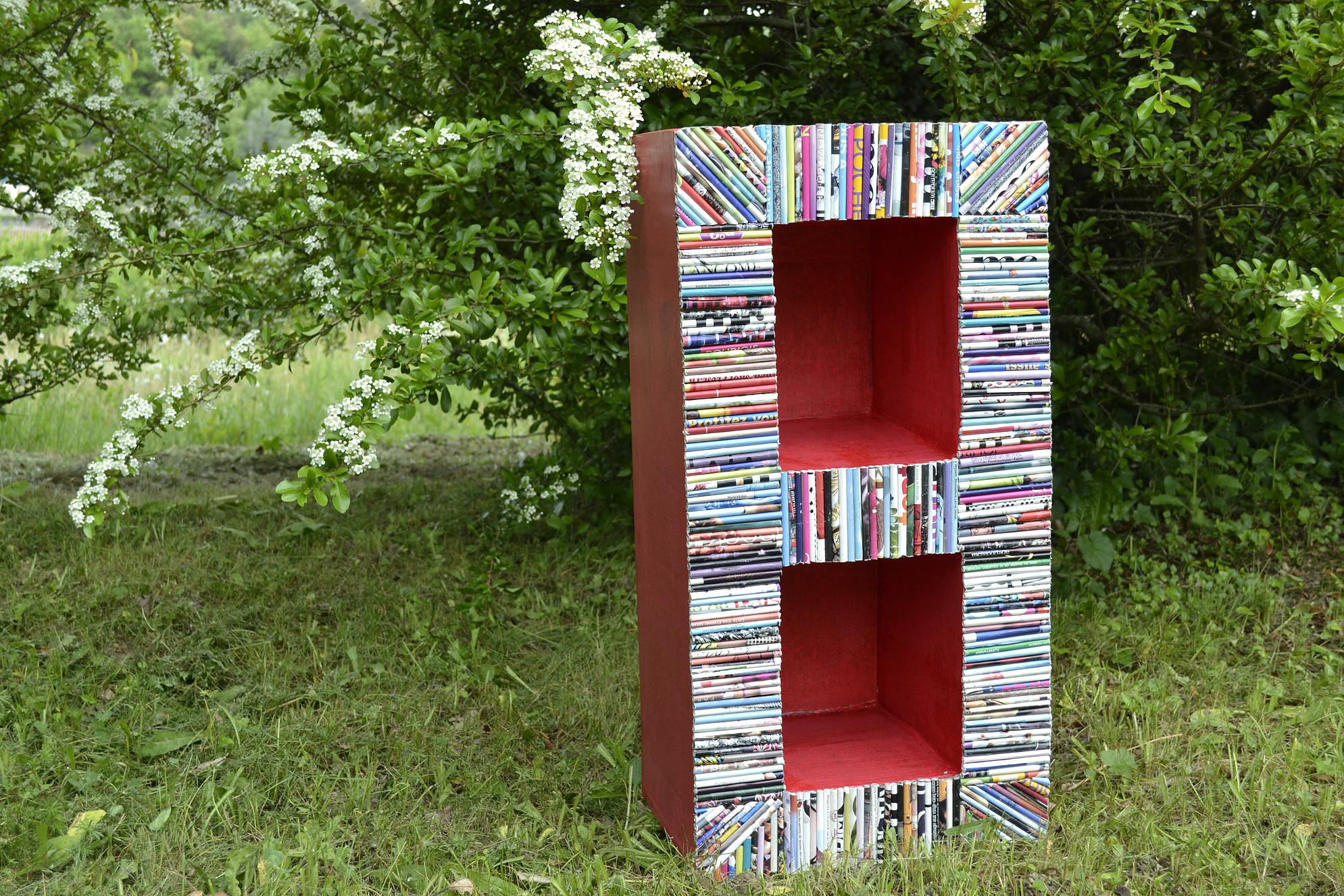 Bibliothèque rouge jardin - Meubles en carton - Esprit Recup'